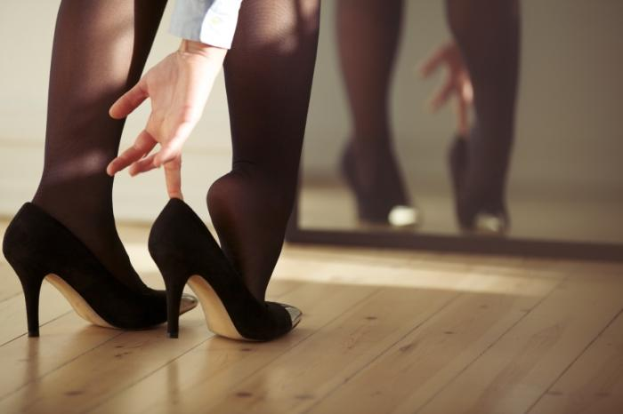 Men more likely to be helpful to women in high heels - Medical ...