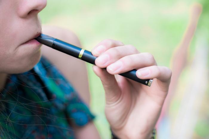 Side effects of electronic cigarette use