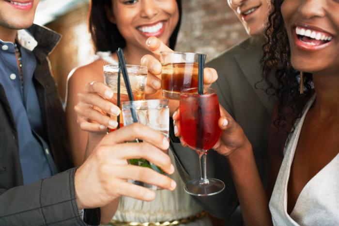 Drinking alcohol makes us happy, but not for long ...