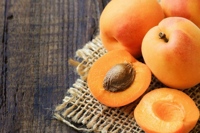 Apricot Seeds: Cancer Treatment or Danger to Health?