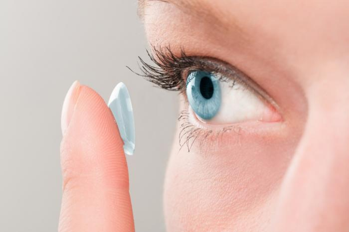 Best contact lenses for people with dry eyes