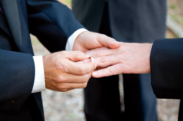 Medical News Today: Gay marriage legalization linked to drop in teenage suicide attempts