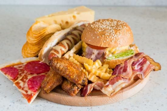 Medical News Today: Junk food and diabetes: Recommendations and tips for eating out