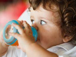 Medical News Today: Avoid fruit juice up to the age of 1 year, say the AAP