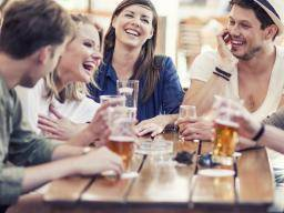 Can drinking make you a better foreign language speaker?
