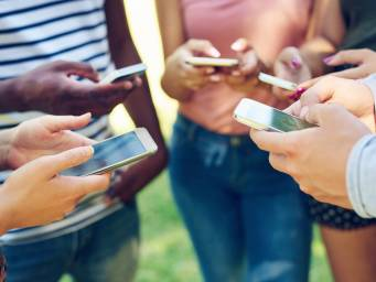 Evet, akıllı telefon bağımlılığı, gencin ruh sağlığına zarar veriyor