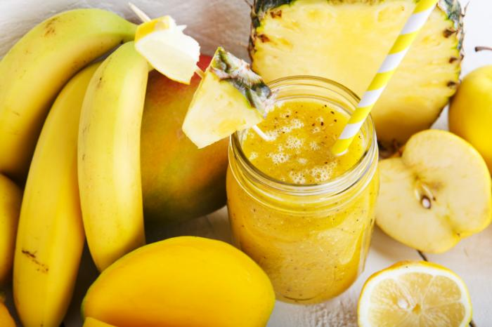 Smoothie with peaches, bananas, pineapple and apple