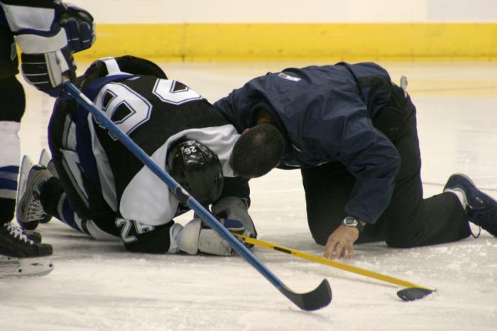 injured ice hockey player