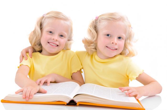 twin-girls-reading-a-book.jpg (700×462)