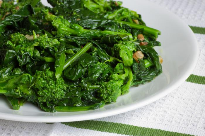 eating green vegetables for a healthier diet